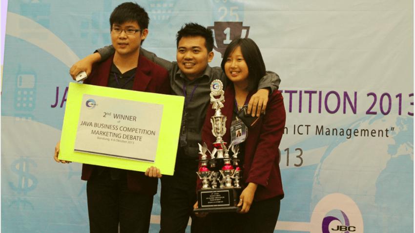 Mahasiswa IBM UC JUARA II Lomba Debat Marketing Tingkat Nasional