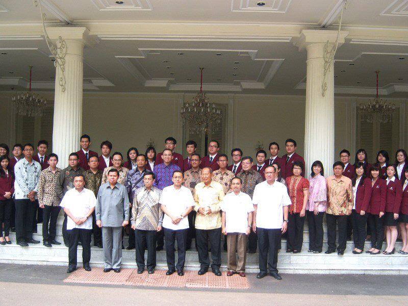 Kunjungan Calon 28 Wisudawan Terbaik UC ke Kantor Wakil Presiden RI Jakarta