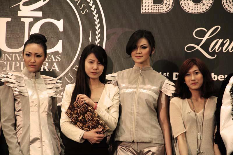 Mahasiswi Korea asal Dongseo University Bersama Para Model