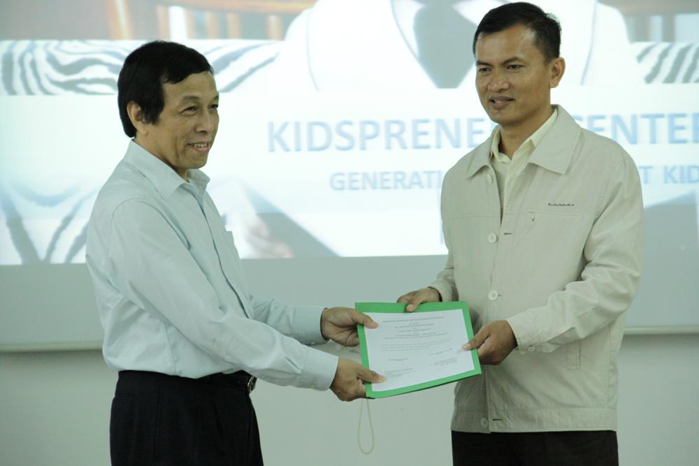 UC & AL-Madinah, mengadakan kerjasama MOU Kidspreneur