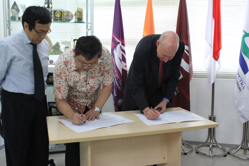 MOU UC with Leeds Metropolitan University