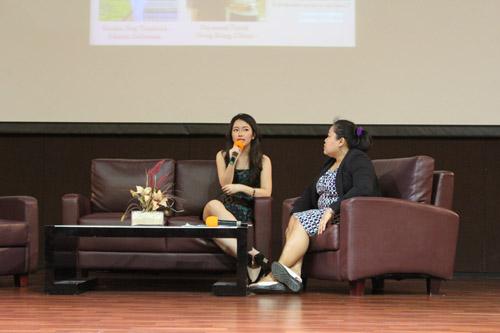 Dea Valencia pemilik Batik Kultur memberikan sharing pengalaman dalam bisnisnya di Universitas Ciputra