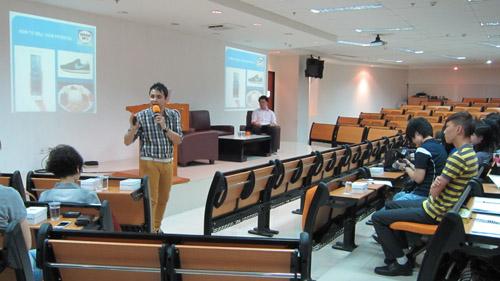 Glenn Rozanno memberikan seminar kepada mahasiswa Universitas Ciputra