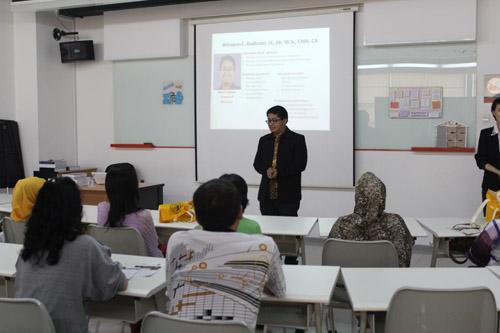 presentasi alur studi IBA kepada para orang tua