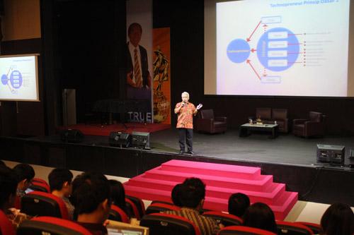 Dr Bambang S Pujantiyo di Universitas CIputra