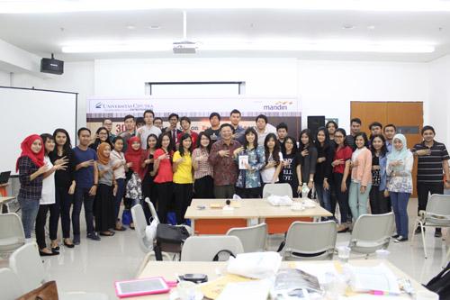 Foto bersama perserta bootcamp uc dengan pembicara