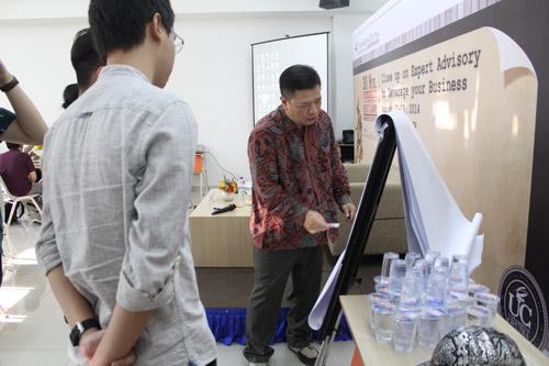 Tanadi Santoso mengajar di Bootcamp