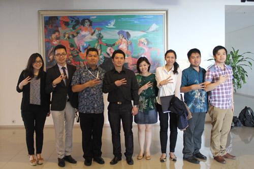 foto bersama UC dengan tim panin sekuritas