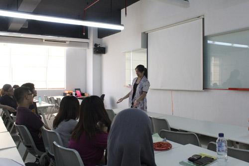 Karin menceritakan pengalamannya membuat film pendek